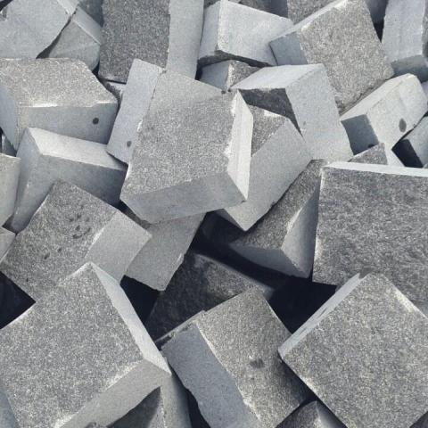 Piatra Cubica Granit Gri Antracit Fatetata 10 x 10 x 5 cm