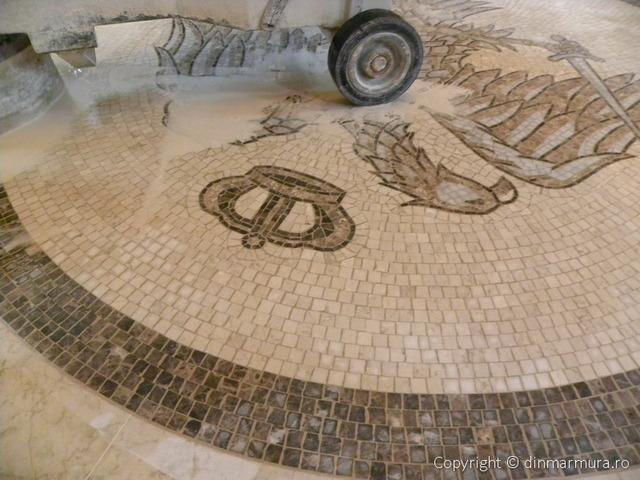 Vulturul Bicefal mozaic din marmura