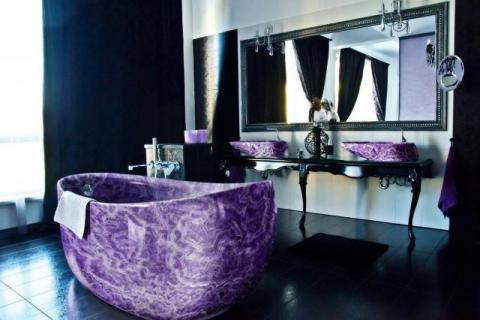 Amethyst baththub and sink